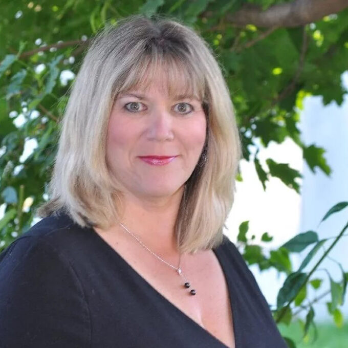 Contemporary Romance Author Lucinda Race